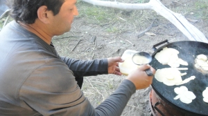 Claudio is not done yet, the desert is also cooked on the Chapa